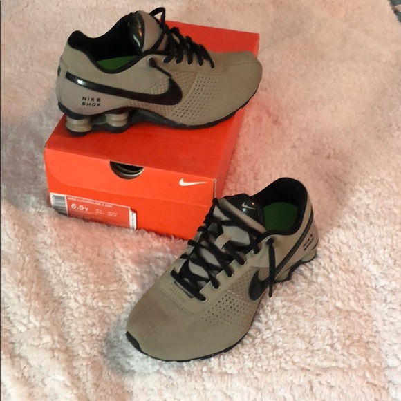 Nike Shox Suede Black And Tan Size 6y